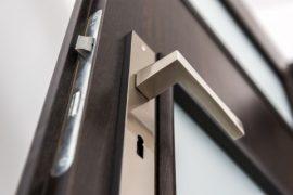 Hvilket punkt på døren, er svagest overfor indbrudsforsøg?